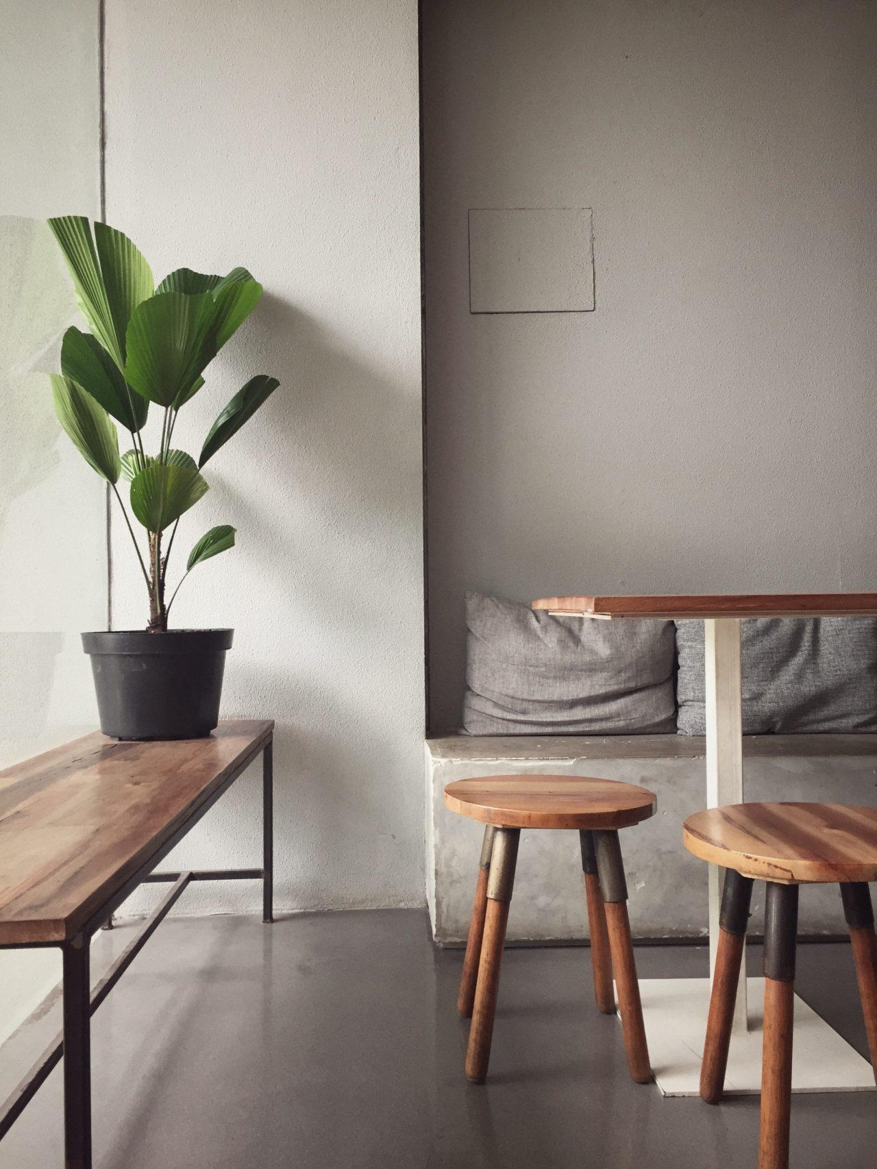 apartment-chairs-clean-3049121-2